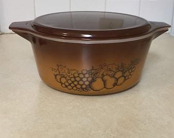 Vintage Pyrex #475-B Old Orchard 2.5 qt. round casserole dish