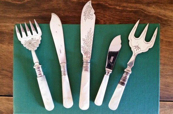 Mother of pearl handled cutlery 5 pieces silverplated knives - Pearl handled flatware ...