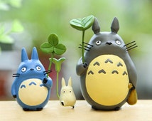 Fairy Garden Accessories  Miniature Totoro Holding Leaf and with Bag Garden / Plant / Dollhouse Decoration Miniature Terrarium Accessories
