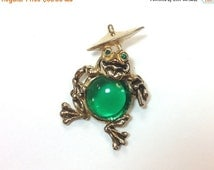 SummerSALE 50s Jelly Belly Green Frog Pin | Gold Whimsical Frog and Umbrella