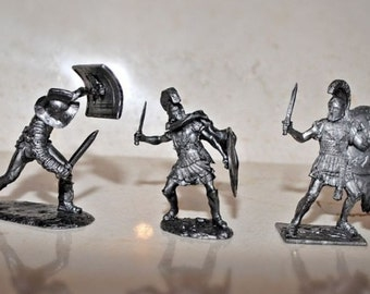 A lot of 3 toy soldiers,lead soldiers,Romans and gladiator , unpainted lead,collectable,miniature figures,gift idea