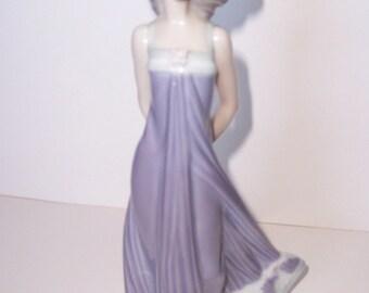"LLADRO, Muchacha Pamela Airosa Susan #5644, Glossy Porcelain, 8 1/2"" tall"