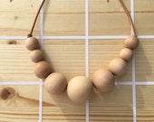 Wood statement necklace: adjustsble legnth