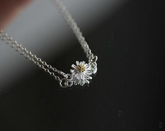 Floating Daisy necklace - Silver Daisy necklace  - Daisy necklace in Sterling Silver - Simple Dainty Everyday necklace  - Floral necklace