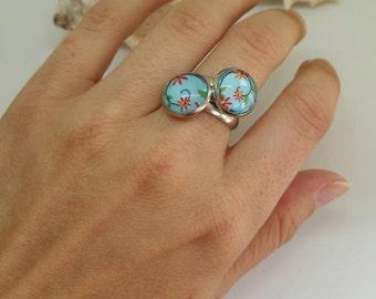 Cabochon Ring, Ostergeschenk, Blume Ring, Feder-Schmuck, Blume Cabochon, kleine Blüten, Federring, Frühlingsblume, verstellbare Schmuck
