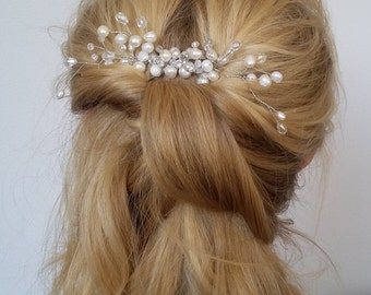 Bridal hair comb. Wedding hair comb. Bridal Headpiece, Natural freshwater pearls hair comb. Bridal Hair Accessory. Delicate hair comb.