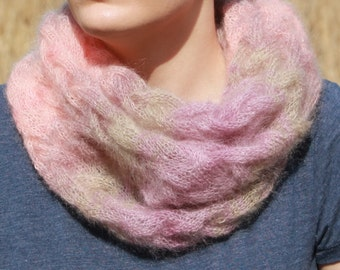 Loop scarf with cable pattern made of mohair and silk.