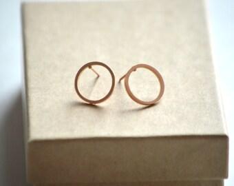 open circle stud earrings, gold open circle earrings, silver open circle earrings, open circle studs, minimalist earrings,