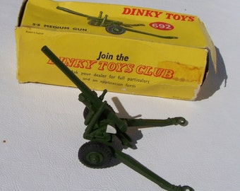 Dinky Toy 5.5 Medium Gun (#692) metal military toy
