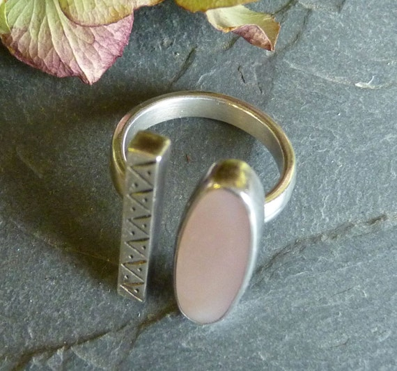 MOTHER of PEARL RING ~ 925 Silver ~~ Long Abstract Ring ~ Unique ~~ Signed M.S ~ Vintage ~ Size 5.75 ~ Free Shipping