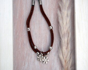 Bracelets charms flowers / daisies - brown, grey and black suede / suede in grey, black, violet - Boho