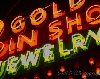 Gold's Jewelry in Neon