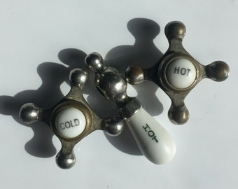 Porcelain Turn of the Century Knobs