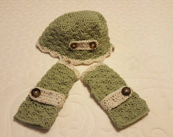Scallop hat and fingerless glove set.