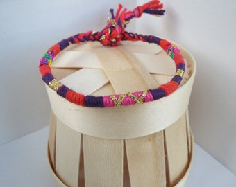 friendship-bracelets woman