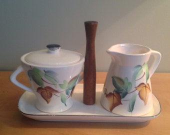 Pot of cream and sugar set