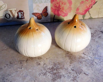 Vintage Salt and Pepper Shakers Onion