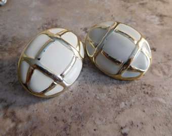 Vintage White Plastic and Gold Toned Clip On Earrings
