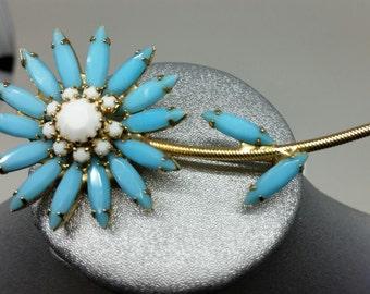Blue flower pin w goldtone