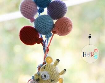 happy giraffe with balloons