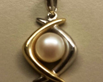 14K Yellow and White Gold Pedant With Pearl