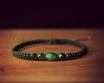 Macramé bracelet with jade from taïwan and bronze beads