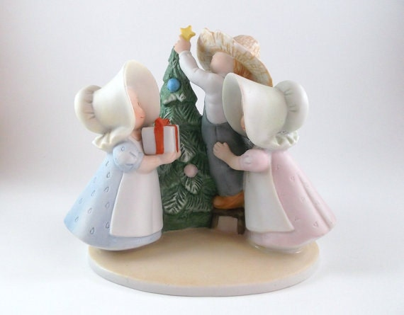 Vintage Christmas Figurine Porcelain Collectible Homco Circle