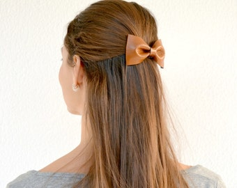 Brown leather hair bow / Brown bow clip / Brown bowtie /  Hair accessories for children / Brown genuine leather