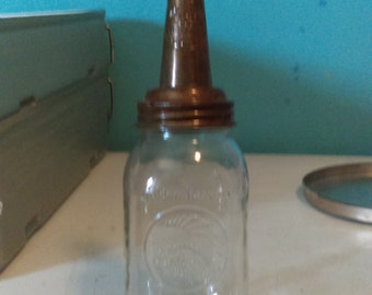 Vintage Master master oil  Spout 1926