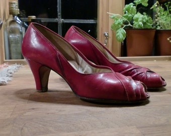 red 40s 50s style pumps