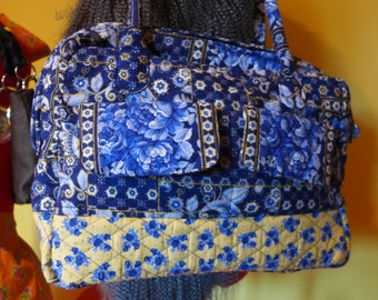 Quilted shoulder purse.