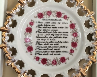 Ten Commandments hanging plate trimmed in gold