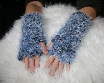 Blue fantasies mittens crochet