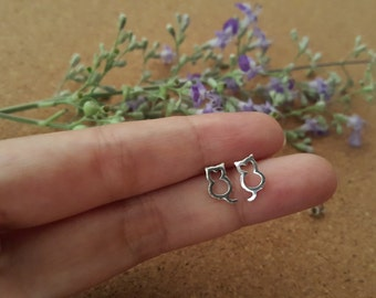 6 mm Cat outline ear stud - Sterling silver cat outline ear stud - Cartilage ear stud - Cat earrings - Silver jewelry - Tiny cat