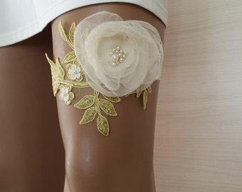 garter, toss garters, green  lace,    wedding garters,    bridal accessores,   garter suspander,    free shipping!