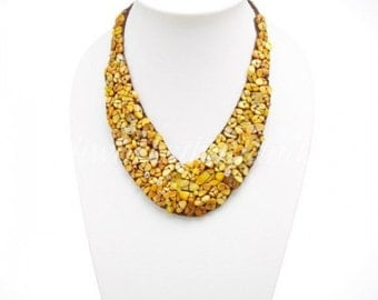Shell V-Shaped Necklace (Yellow)