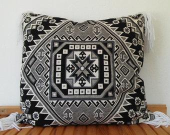 Decorative kilim pillow cover, 60x60cm, goemetric, bohostyle, tribal pattern, woven cushion, ethnic pillow, handmade, bohemian,hippy cushion