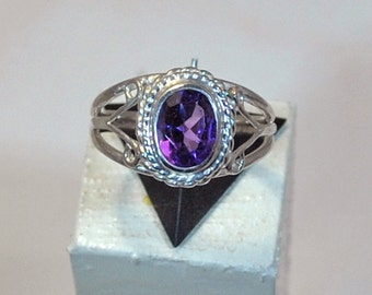 Ring in sterling silver with amethyst setting