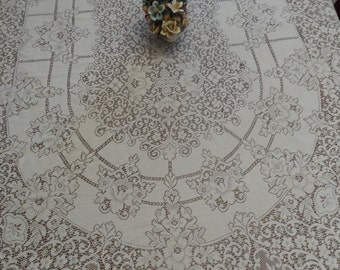 Vintage Quaker Lace oval tablecloth, shabby chic tablecloth, floral pattern cloth