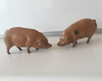 J Hill & Co lead toy animals, vintage lead animals, vintage toy farm animals, Britains, vintage toy pigs, collectable toys, 1930s toys.