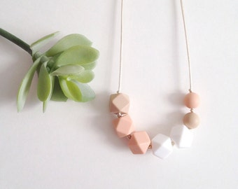 Layla Silicone Nursing Necklace, Silicone Teething Necklace, Breastfeeding Necklace, Chewelry, Teething Accessories - Peachy