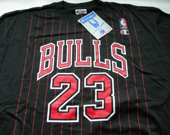 Vintage Chicago Bulls NBA  T-Shirt Champion Jordan 23  printed with  PinStripe basketball NEW