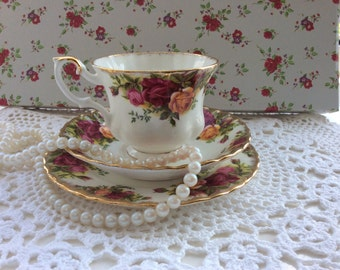 Royal Albert English Bone China Old Country Roses TeaCup Trio/Christmas Gift/Gift/Afternoon Tea/Vintage Wedding/Housewarming Gift/Teacup