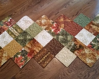 Handmade fall table runner in a zig zag pattern ...warm autumn colors