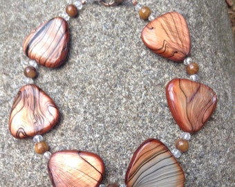 7 1/2-inch Brown Triangle Shell Beads/Amber Round Shell/Crystal Glass Beaded Bracelet