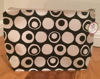 Black circles toiletries bag