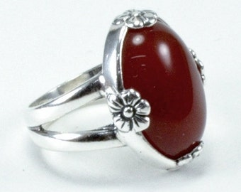 Carnelian & Sterling Silver with Flower Accents 18 x 13mm Oval Ring