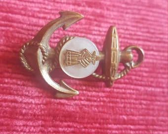 Vintage (?) Anchor brooch with silhouette detail