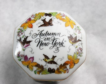 Franklin Porcelain Music Box 'Autumn in New York',  Worlds Most Romantic Love Songs, vintage from 1984
