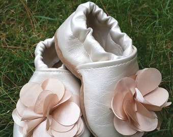 Soft sole shoes, baby shoes girl, soft baby shoes, baby shoes, flower shoes, tan baby shoes, baby booties, baby slippers, soft shoes